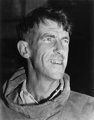 330px-Edmund_Hillary _c._1953 _autograph_removed